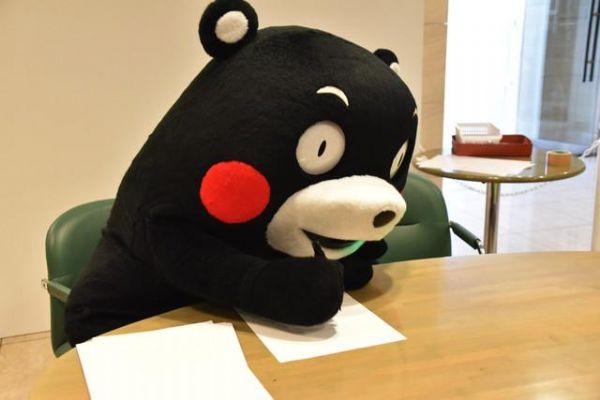 部长风骚不减当年!熊本熊调戏漫画家